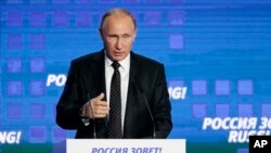 Le président russe Vladimir Poutine, à la 8e édition du Forum sur l'investissement à Moscou, Russie, le 12 octobre 2016.