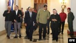 Estuvieron presentes los ex mandatarios de República Dominicana, Panamá y España, así como el Nuncio Apostólico en Venezuela, Aldo Giordano, representante del Vaticano.