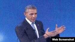 Presiden AS Barack Obama mendorong investasi dalam energi bersih dalam sebuah pidato di KTT APEC di Manila.
