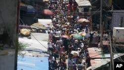 尼日利亚人口迅速增长,图为一条拥挤的街道 (资料图片)