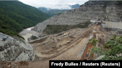 Desde el mes de mayo Hidroituango, está en estado de alerta por la grave situación de un túnel que quedó obstruido por un derrumbe y ahora ahora corre el riesgo de colapsar por las aguas represadas del río Cauca, el segundo mayor cauce del país. Foto: Fredy Builes / Reuters