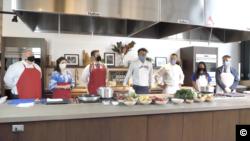 Український борщ по-мальдівськи у Нью-Йорку: Євген Клопотенко показав, як борщ може об'єднувати світ. Відео