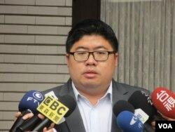 台湾执政党民进党立委蔡易余(美国之音张永泰拍摄)