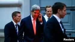 Ngoại trưởng Mỹ John Kerry nói chuyện qua điện thoại sau 1 cuộc họp ở Vienna, 21/11/2014.