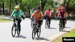 اسلام آباد میں خواتین کی سائیکل ریلی۔ 2 اپریل 2017