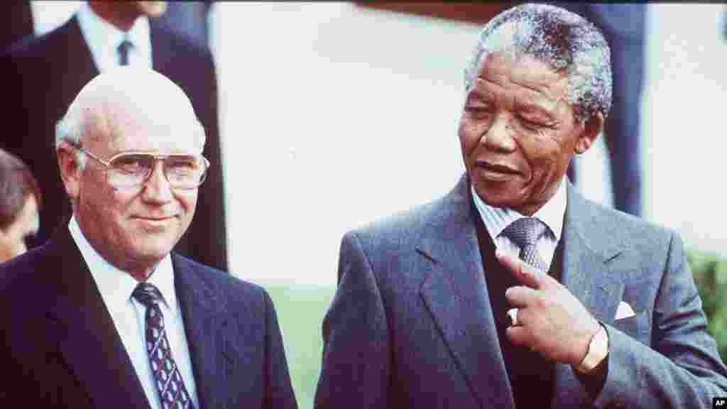 South African State President Frederik Willem de Klerk, left, and Deputy President of the African National Congress Nelson Mandela, right, prior to talks between the ANC and the South African government, Cape Town, May 2, 1990.