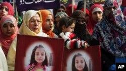 معصوم زینب کے قتل کے خلاف ملک بھر میں احتجاج اور مظاہرے ہوئے تھے (فائل فوٹو)