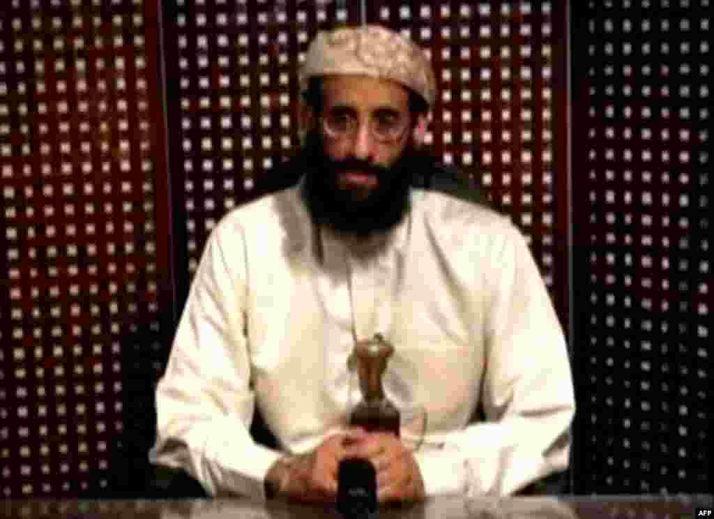 Anwar al-Awlaki, giáo sĩ sinh tại Mỹ và có liên hệ với al-Qaida, đã bị giết hôm thứ Sáu tại Yemen. Hình chụp trong lúc ông đang giảng đạo. REUTERS/Intelwire.com