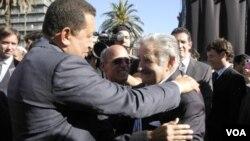 Esta foto fue tomada cuando Mujica asumió su cargo, ahora él espera sentarse a la mesa con Venezuela y Colombia en la ceremonia de asunción de Santos.