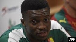 Le skipper de l'équipe nationale camerounaise de football Benjamin Moukandjo lors d'un point de presse avant son match de qualification à la Coupe du Monde de la FIFA contre le Nigeria au Nigeria le 31 août 2017.