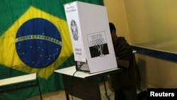 Cử tri Brazil đi bỏ phiếu tại Sao Bernardo do Campo, ngày 5/10/2014.