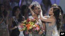 Miss Angola, Leila Lopes, coroada Miss Universo, em São Paulo, a 12 de Setembro de 2011