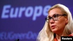 Кадрі Сімсон, комісарка ЄС з питань енергетики, обговорювала новий угорсько-російський контракт з українським міністром енергетики Германом Глущенком 28 вересня 2021 р.