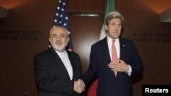 دیدار جان کری وزیر خارجه آمریکا (راست) با محمدجواد ظریف همتای ایرانی خود در مقر سازمان ملل متحد در نیویورک - ۳۱ فروردین ۱۳۹۵