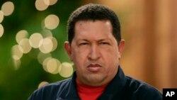 Chávez tiene también una calle en Senegal y el aeropuerto de la segunda ciudad más grande de Tahití con su nombre.
