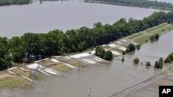 袭击路易斯安那州的洪水