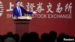L'ex-chancelier de l'Echiquier britannique George Osborne prononçant un discours devant la Bourse de Shanghai, Chine, le 22 septembre 2015.