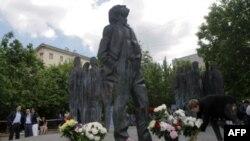 Памятник Иосифу Бродскому в Москве