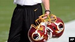 华盛顿红人橄榄球队的头盔(资料照)