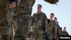 Американські десантники летять на базу в Північній Кароліні 5 січня 2020 р.