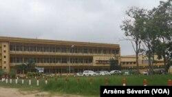 Le CHU de Brazzaville s'attaque aux agents fictifs et déserteurs, le 28 janvier 2020. (VOA/Arsène Séverin)