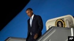 2016年7月8日,美国总统奥巴马飞抵波兰首都华沙,参加北约峰会。图为奥巴马走下空军一号专机。