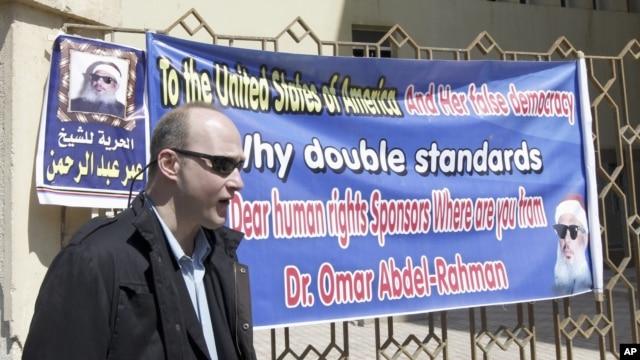 Robert Becker dari Institut Demokrasi Nasional (NDI), salah satu warga AS yang diajukan ke pengadilan terkait tuduhan aktivitas pro-demokrasi ilegal di Mesir (Foto: dok). Mesir menolak permohonan ijin delapan LSM Amerika untuk  beroperasi di negara itu.