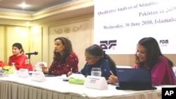 سابق وفاقی وزیر اور حکمران پیپلز پارٹی کی ممبر قومی اسمبلی شیری رحمان خطاب کرتے ہوئے
