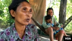 Long Thon is a farmer in Kandal provice, about 40 kilometers from Cambodia's capital city of Phnom Penh. Her family is among the two million families facing drought. (Phorn Bopha/VOA Khmer)