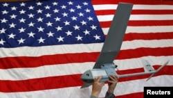 Un drone Raven présenté à la base américaine de Vilseck-Grafenwoehr le 8 octobre 2013.