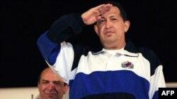Tổng thống Venezuela chào trước khi rời Cuba về Venezuela