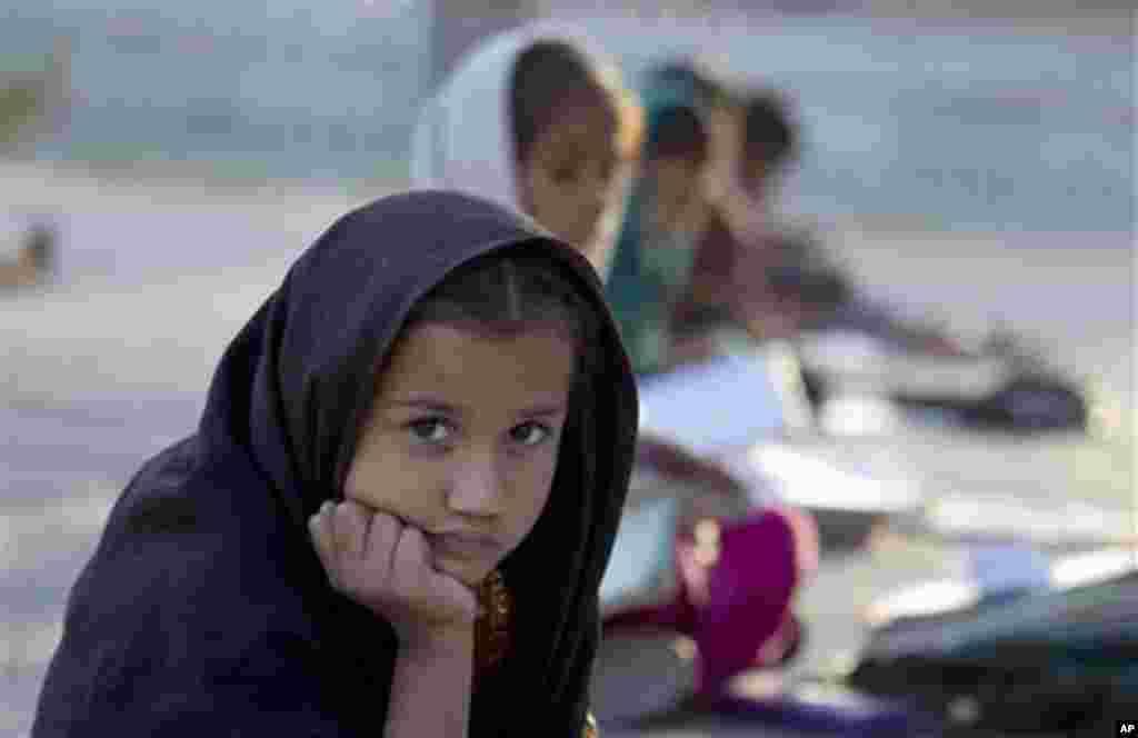رپورٹ میں کہا گیا کہ اسکول سے باہر ان بچوں میں سے 55 فیصد لڑکیاں ہیں۔