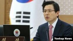 황교안 한국 국무총리가 8일 정부세종청사에서 열린 세종-서울간 국무회의에서 모두발언을 하고 있다.