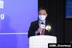 台湾艾司摩尔全球副总裁暨台湾区总经理陈文光在致词中表示,中心的开幕将为台湾半导体产业提供更完整服务。(艾司摩尔提供)
