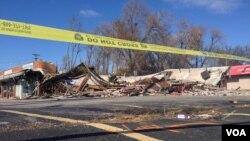 Uništene građevine u Fergusonu, posle odluke velike porote da ne podigne optužnicu protiv policajca koji je ubio nenaoružanog crnog tinejdžera
