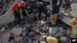 لاہور: ملبے تلے دبے افراد کو نکالنے کی کوششیں جاری