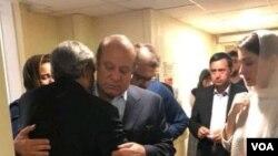 نواز شریف حین خداحافظی با خانواده اش