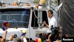 လူသားခ်င္းစာနာမႈပစၥည္းပါ ကားတန္းေပၚ လိုက္ပါလာတဲ့ဗင္နီဇြဲလား ယာယီသမၼတ Juan Guaido၊ ၂၃ ေဖေဖာ္၀ါရီ ၂၀၁၉။