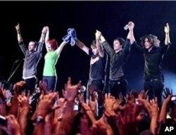 Paramore band during Rio de Janeiro concert