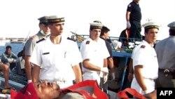 Một di dân được tàu tuần duyên của Ý đưa đi cấp cứu