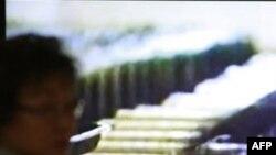 Truyền hình chiếu hình ảnh những thanh nhiên liệu hạt nhân chưa dùng tại Cơ sở hạt nhân ở Yongbyon, Bắc Triều Tiên