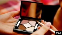 YLKI mengkhawatirkan masuknya produk-produk kosmetik yang tidak terdaftar pada Badan POM, yang bisa membahayakan kesehatan konsumen (foto: dok).