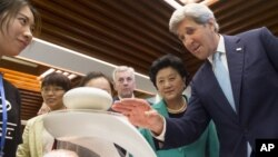 U.S. Secretary of State John Kerry, right, and China Vice Premier Liu Yandong, second right, watch a demonstration of magnetic levitation as they tour the China - US Young Maker Competiton during the US - China High Level Consultation on People to People, June 7, 2016.