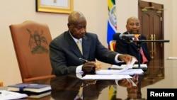 烏干達總統穆塞韋尼穆塞韋尼2月24日簽署反同性戀法(資料照片)