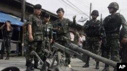 Binh sĩ Thái Lan tại hiện trường của một vụ đánh bom bất thành ở miền Nam Thái Lan