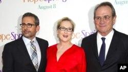 Стив Кэррел, Мэрил Стрип и Томи Ли Джонс на премьере фильма «Весенние надежды» в Нью-Йорке. 6 августа 2012 г.