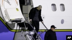 Matthew Miller, who had been held in North Korea since April 2014, walks off the plane after arriving at Joint Base Lewis-McChord, Washington, Nov. 8, 2014.