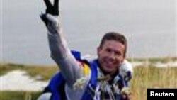 Felix Baumgartner, penerjun bebas Austria yang berhasil memecahkan rekor terjun tertinggi (foto: dok).