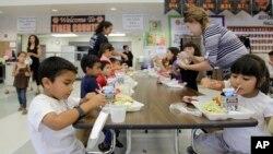 Las escuelas en algunos estados como California, Florida, Texas e incluso Maryland, reciben a un creciente número de niños hispanos.