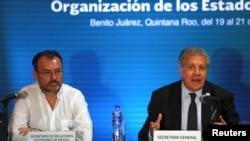 Chanselye Meksiken an, Luis Videgaray (agoch) ak Sekretè Jeneral OEA a, Louis Almagro (adwat).
